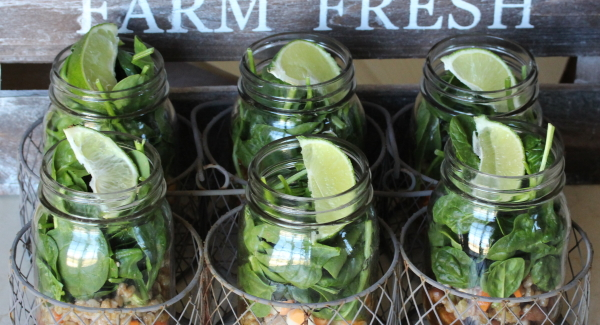 Kitchen Hack: A Quick Trick to Freshen up your Salad-in-a-Jar