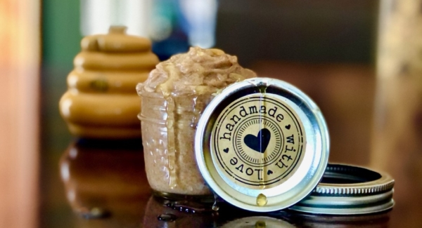 Fastest Cinnamon-Scented Honey Butter